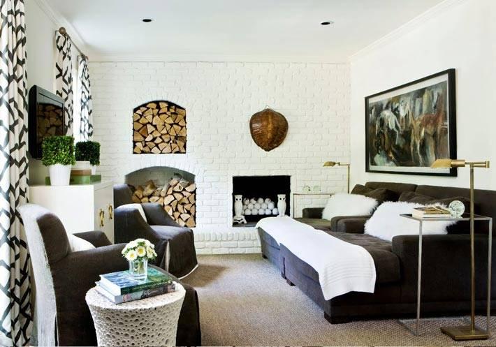 Стена из белого кирпича в дизайне интерьера дома
