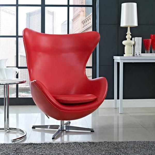 Красное кожаное кресло-яйцо egg chair в интерьере