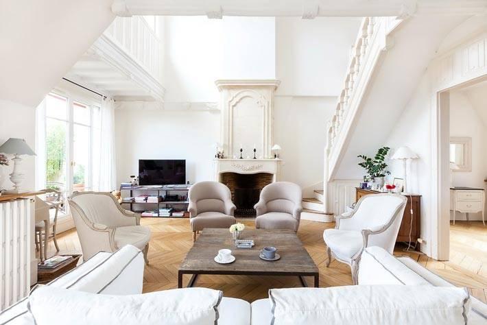 Красивая квартира белого цвета в Париже фото