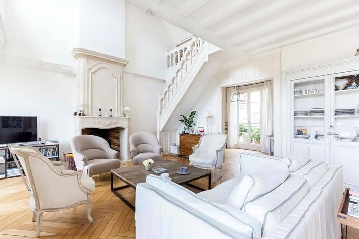 Красивый дизайн интерьера двухуровневой квартиры фото