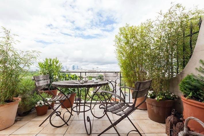 открытый балкон с видом на Париж фото