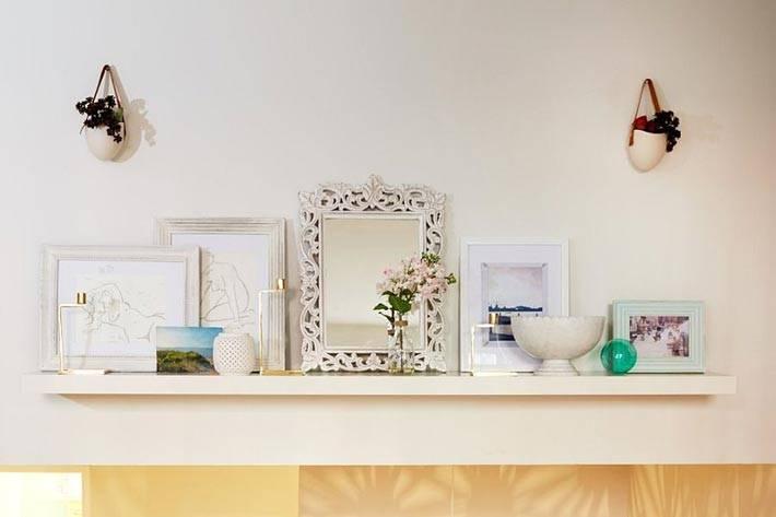 белое на белом - картины в светлых рамках элегантно дополняют дизайн