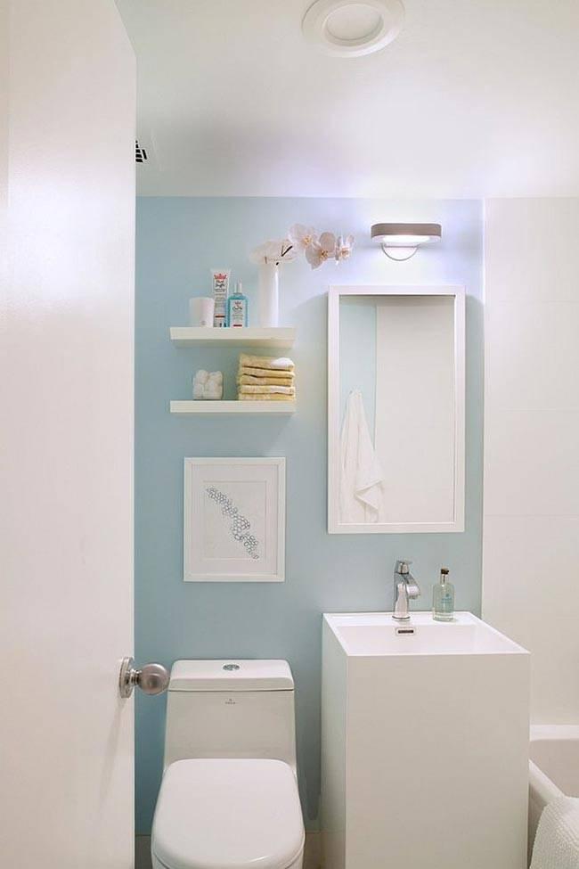светлые пастельные оттенки ванной визуально увеличивают комнату