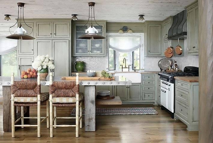 простой дизайн кухни в бревенчатом доме фото