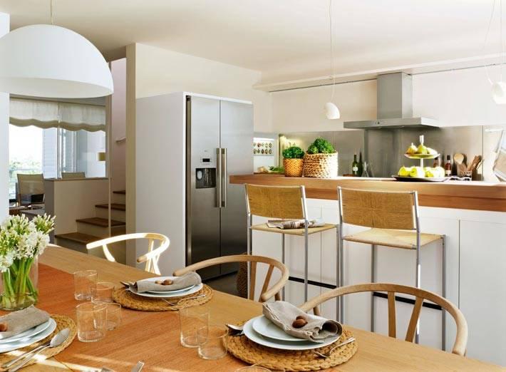 барная стойка визуально делит кухню на зоны