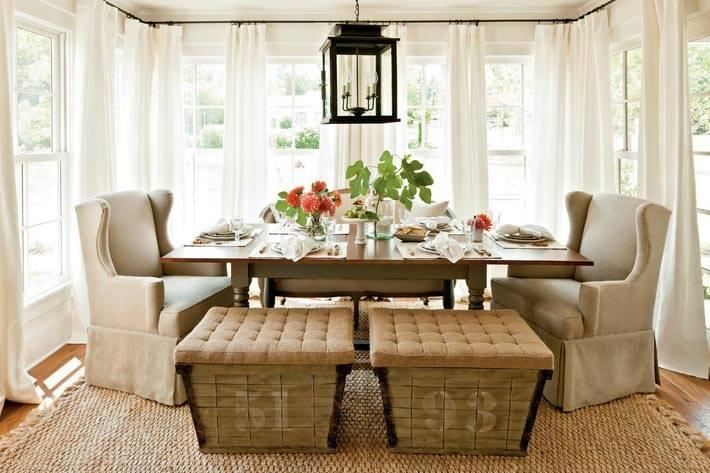 красиво оформленная столовая зона в доме в США