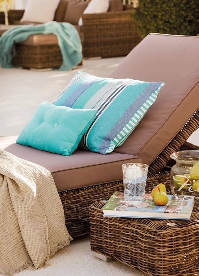 Плетеная мебель для комфортного отдыха у бассейна