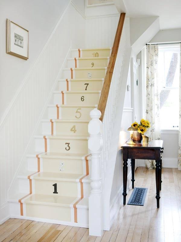 Как оригинально оформить ступеньки на лестнице цифрами