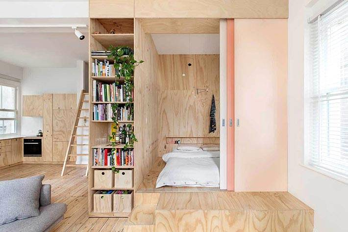 Деревянным подиум для спальной зоны фото
