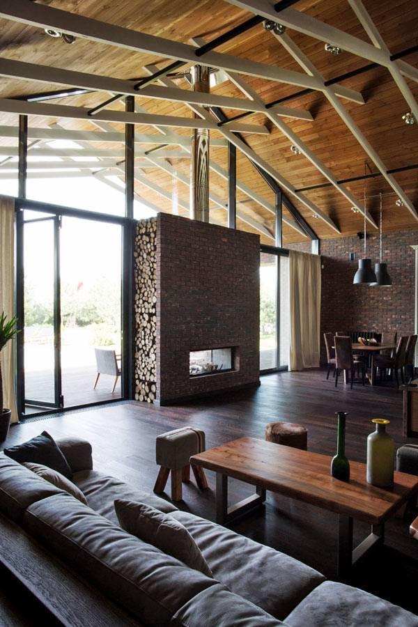Расширение пространства в доме за счет стеклянной стены