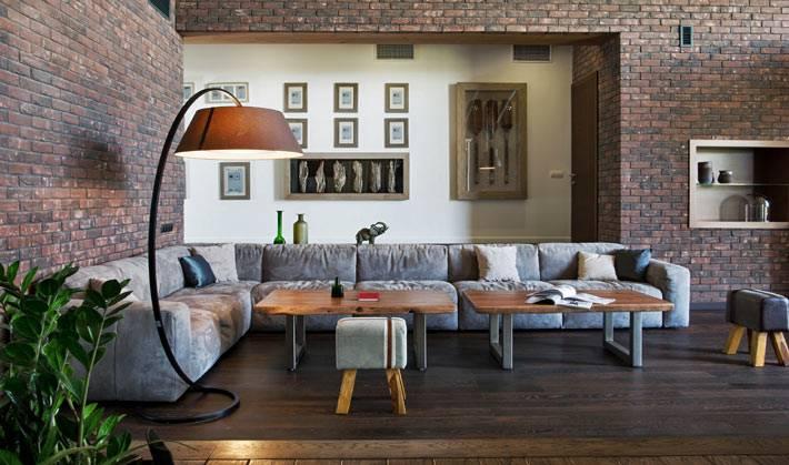 интерьер современного дома с кирпичными стенами фото