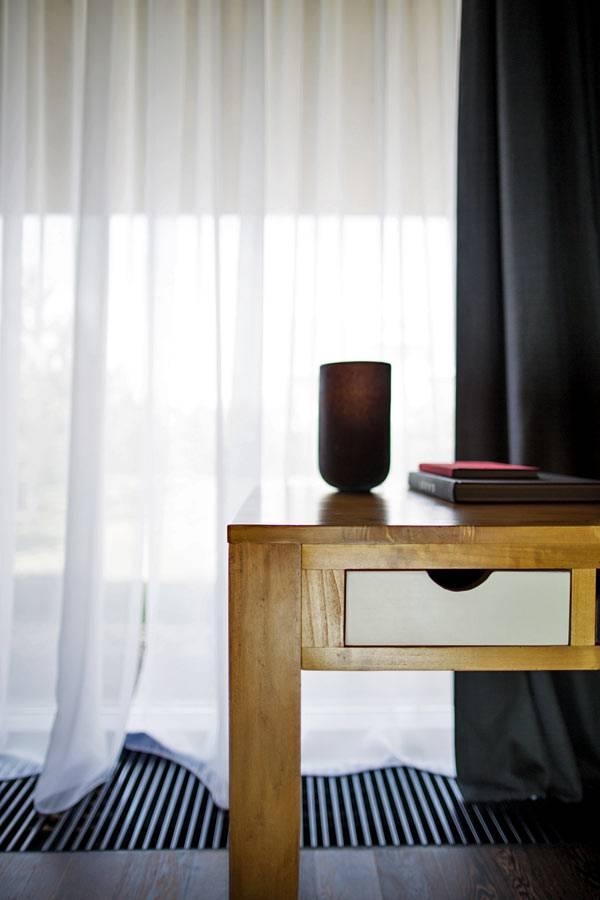 деревянная мебель в интерьере современного дома