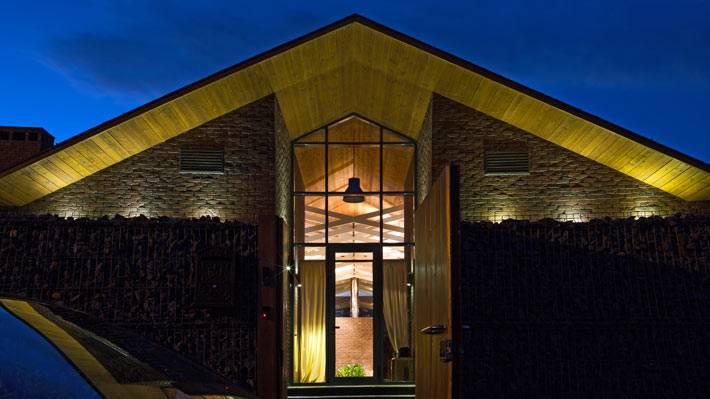 Вход в красивый современный дом