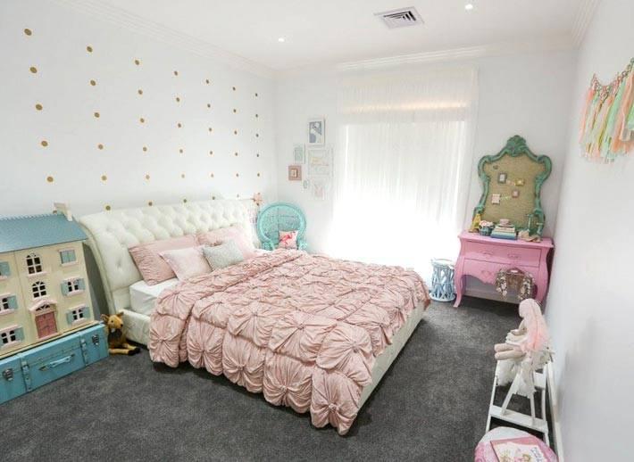 интерьер детской комнаты для девочки с двуспальной кроватью