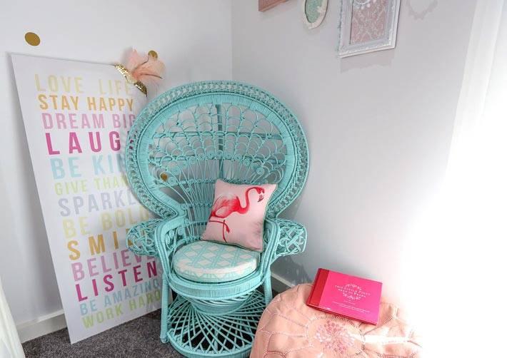 детская мебель - голубое плетеное кресло фото