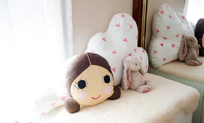 детские декоративные подушки с глазиками и в форме облаков