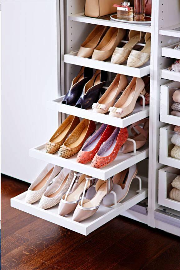 Аккуратное хранение обуви на выдвижных полках фото
