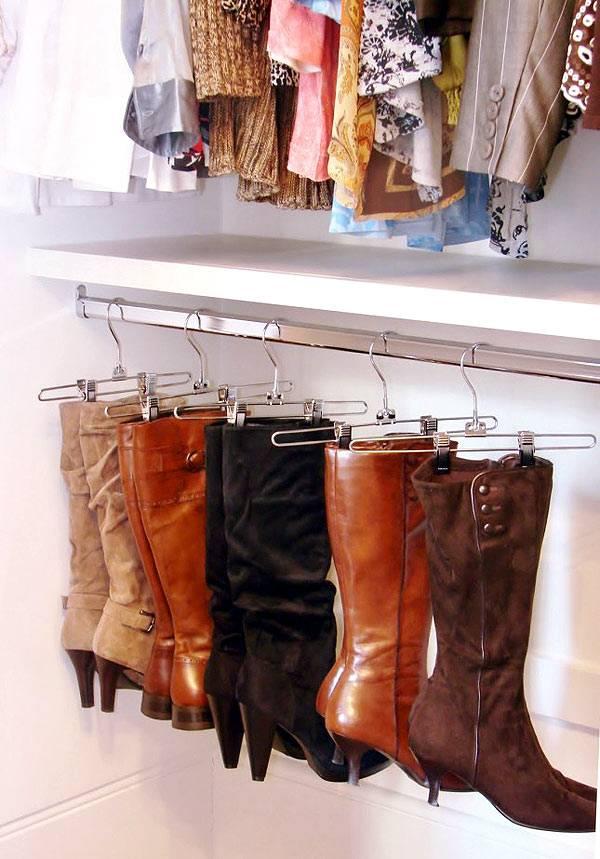 Хранение женских сапог на вешалках для одежды