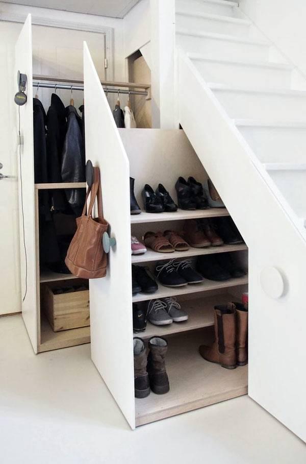 обувная полка как выдвижной ящик под лестницей
