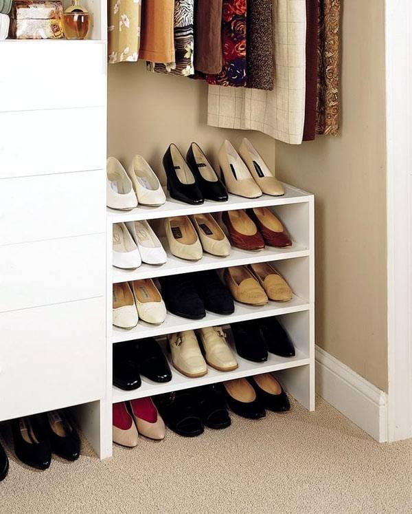 Полки для обуви в большом шкафу