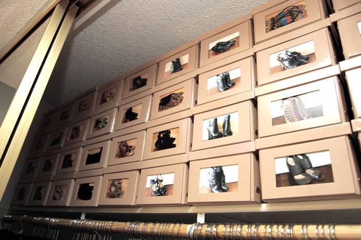 Коробки с фотографиями обуви для быстрого поиска нужной пары