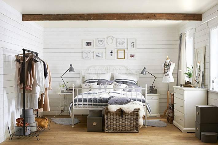 простой интерьер спальни от IKEA