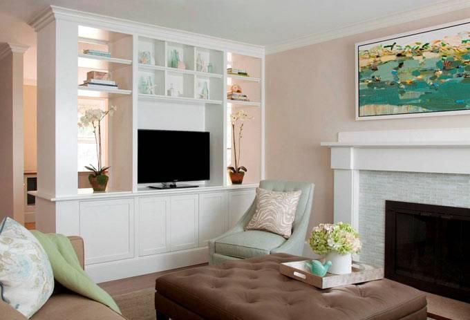 Дизайн интерьера гостиной комнаты с элементами морского стиля