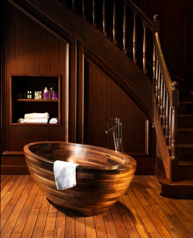 деревянная ванна в интерьере