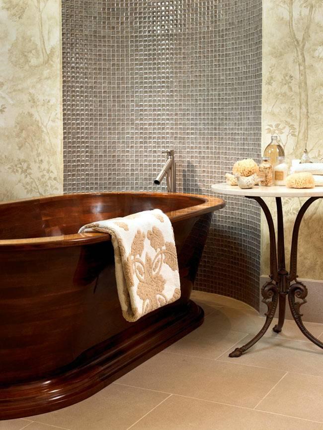 Красивая деревянная ванна в интерьере