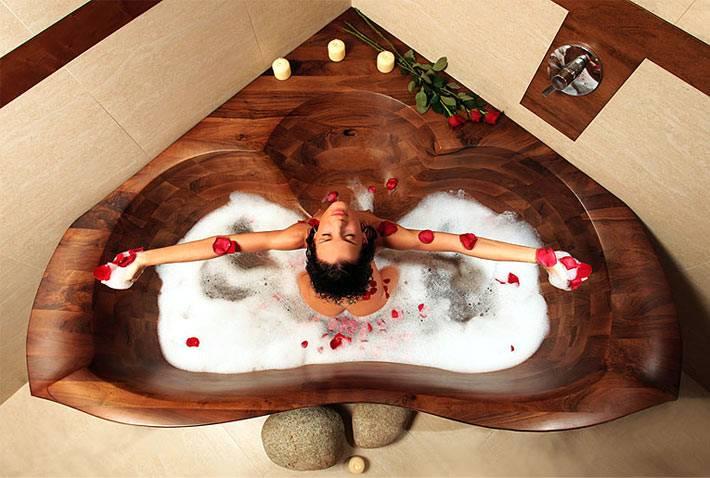 Деревянная ванна-джакузи в форме сердца