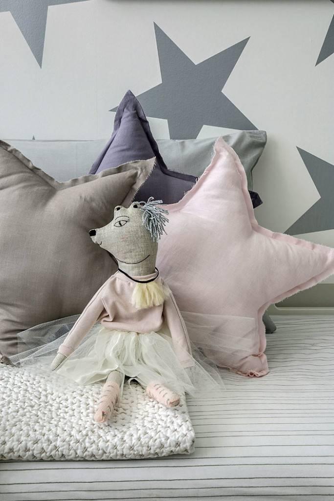 Декоративные подушки в форме звезды в декоре детской комнаты