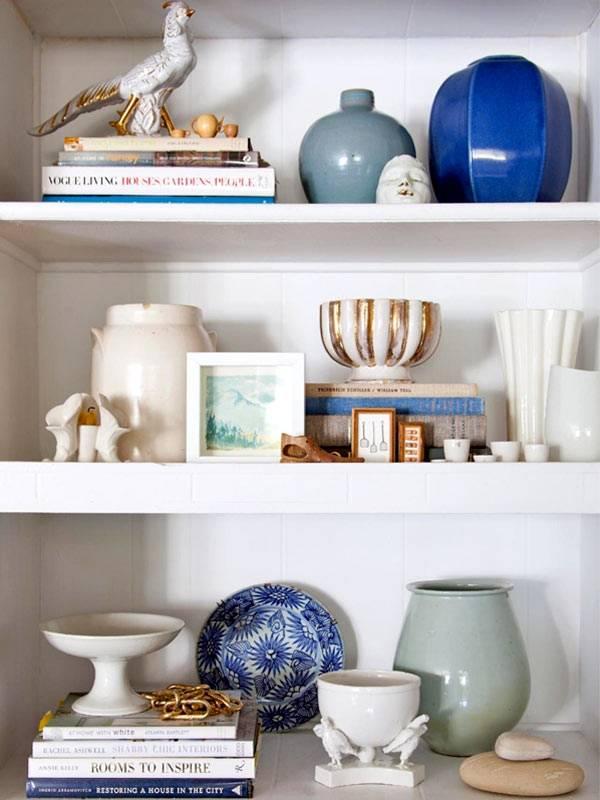 сине-белый дизайн - как красиво оформить открытые полки