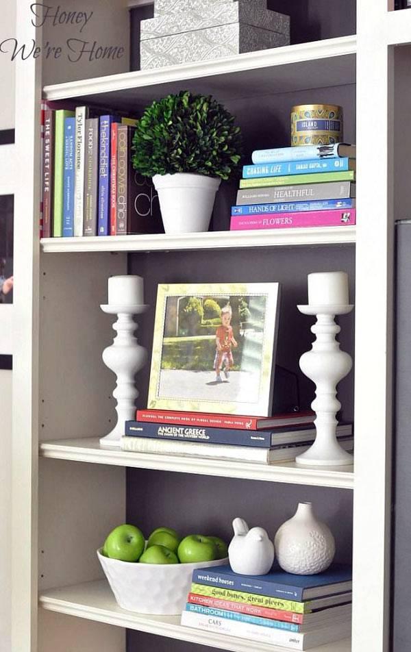 красиво оформленный книжный стеллаж фото