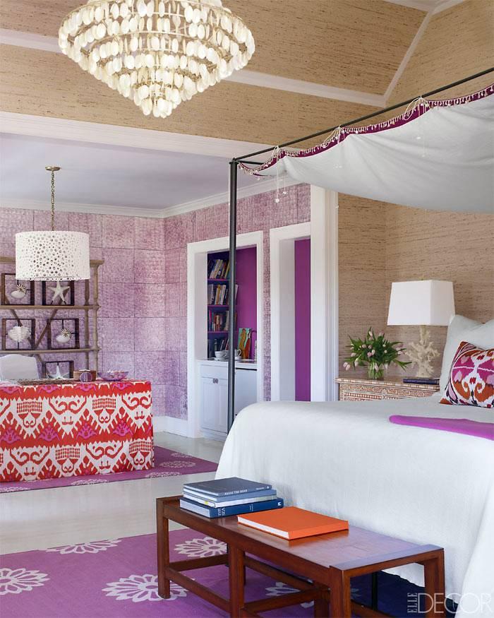 морской декор и фиолетовые стены в интерьере спальни фото