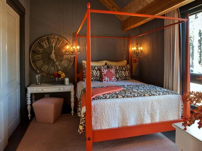 дизайн спальни с черными стенами и красной кроватью фото