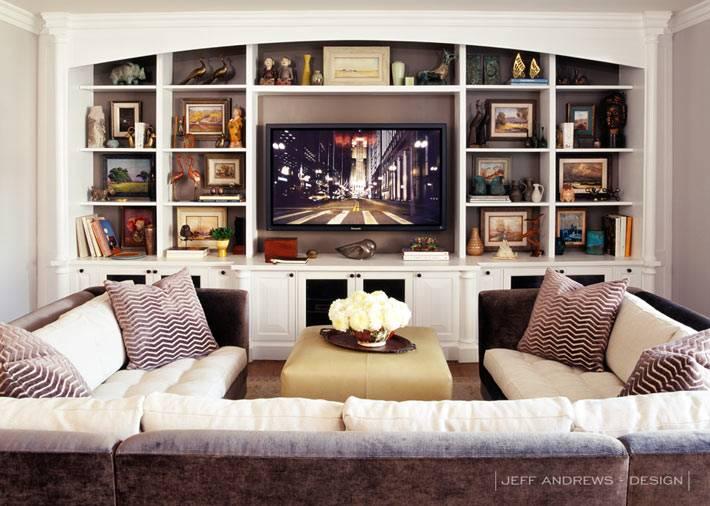 комната для отдыха и просмотра телевизора в доме