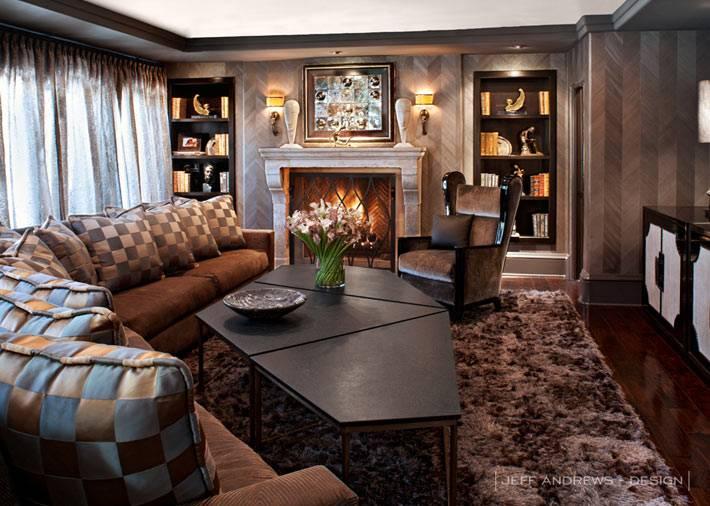 гостиная комната в коричневых тонах с камином