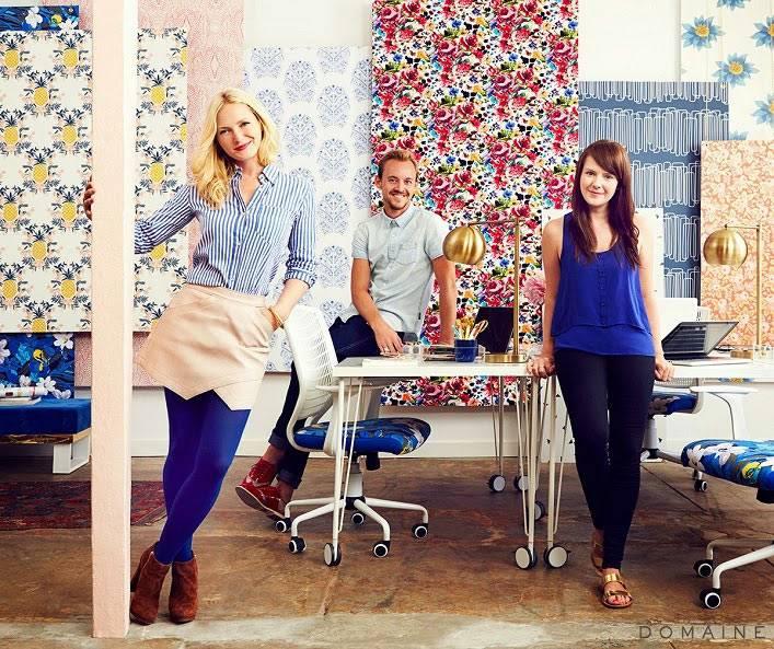 Emily Henderson и сотрудники дизайнерской студии в своем офисе