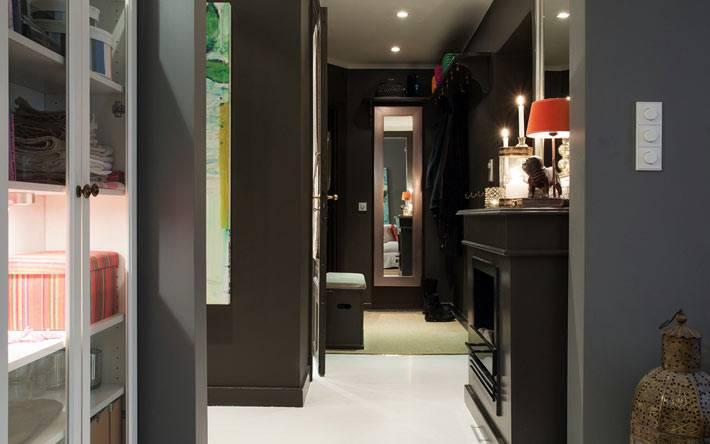 серые и черные цвета в дизайне квартиры в Швеции