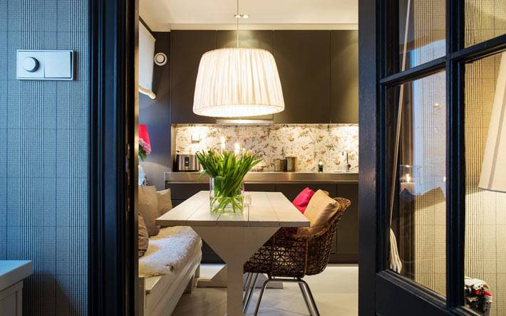 лампа с тканевым абажуром на кухне фото