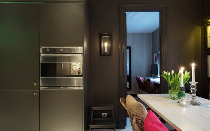 темный интерьер кухни фото