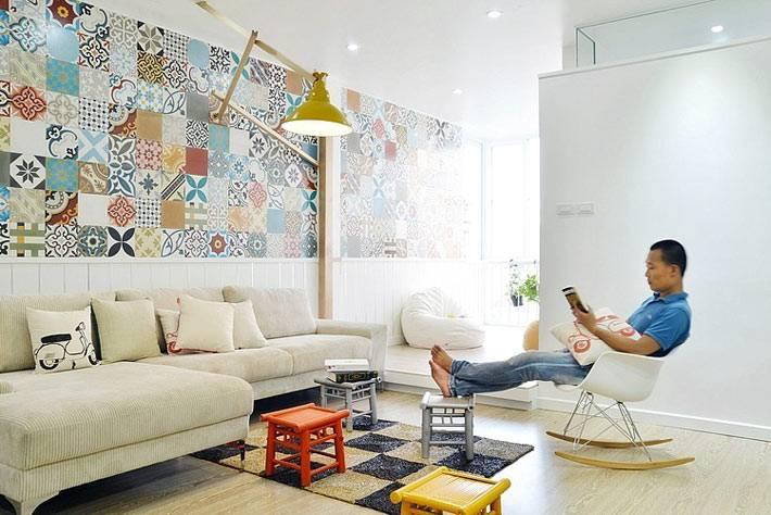 Асимметрия в дизайне интерьера гостиной комнаты