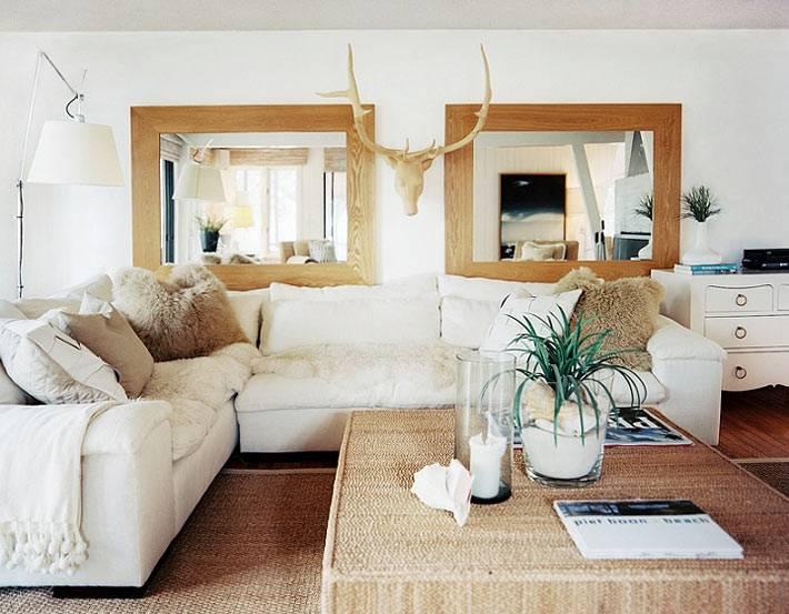 ассиметричное расположение мебели в гостиной комнате