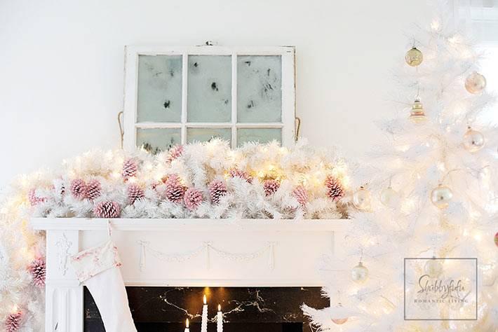 Нежные цвета в украшении новогоднего интерьера дома