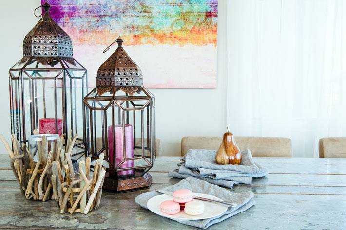 красивыестаринные подсвечники в декоре интерьера