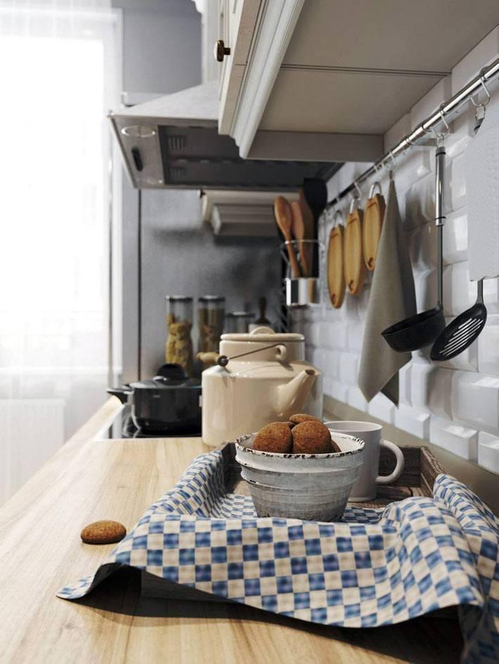 кухонные принадлежности на рейлингах фото