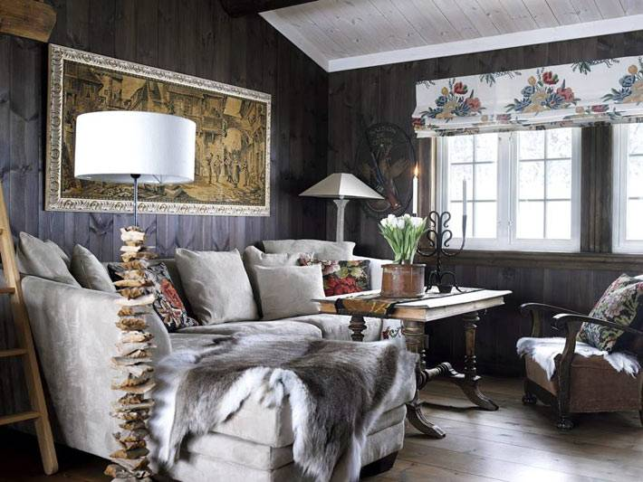 уютный деревянный дом с зимним декором
