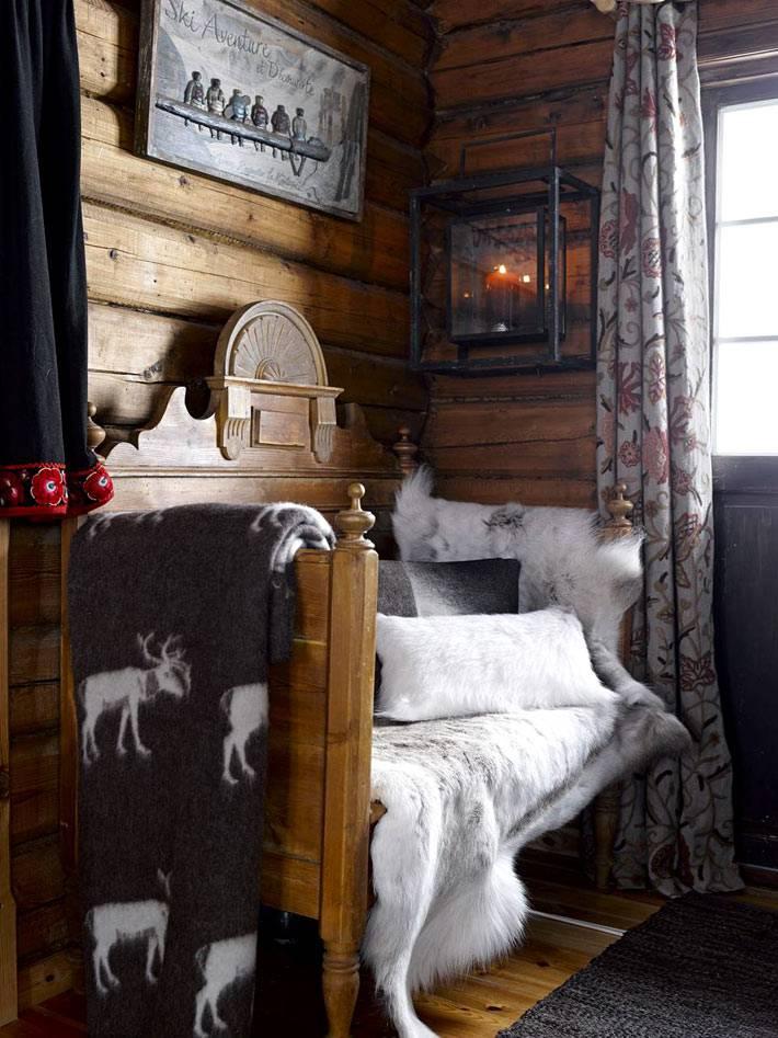 древянная кровать с фигурным изголовьем фото