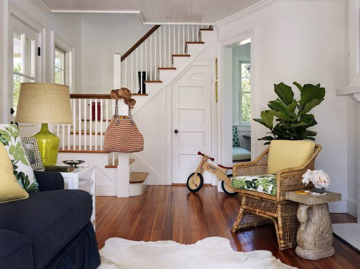 комната-чулан под лестницей при входе в дом