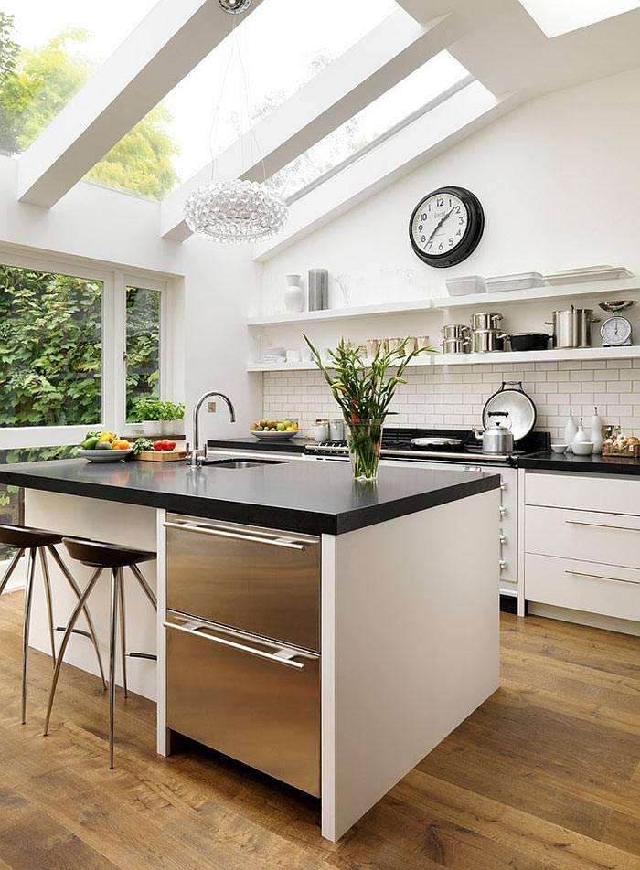 Мансардные окна в интерьере кухни фото